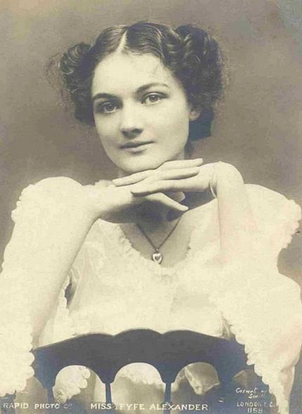 11 Gambar Gambar Wanita Tercantik 100 Tahun Dulu