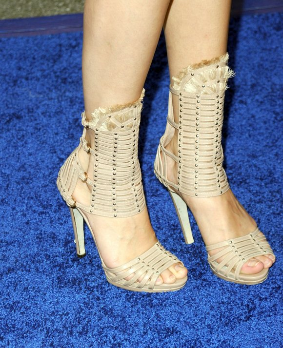 selena-gomez-feet