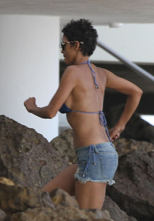 sexy-pics-of-halle-berry