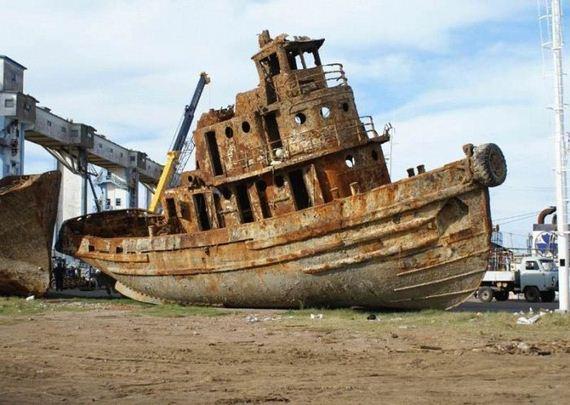 Wrecked Ships - Barnorama