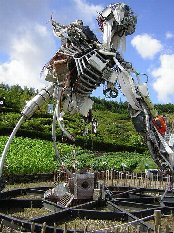 The Weee Man Sculpture In United Kingdom Barnorama
