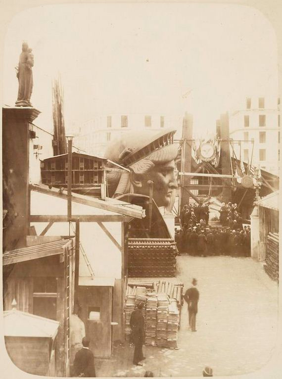 Incredible-Photos-Statue-Liberty-Being-Constructed-Paris