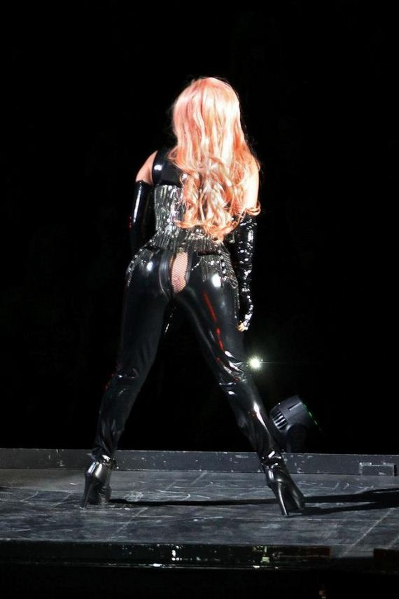 Lady Gaga's Pants Split On Stage in Vancouver