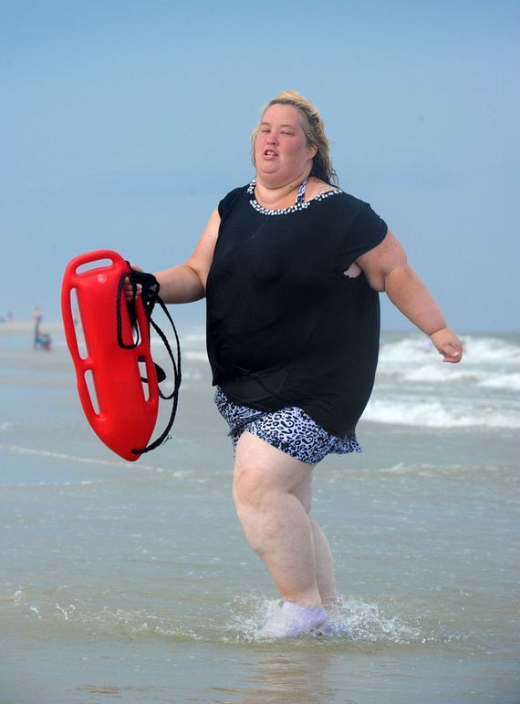 Mama-June-Does-Baywatch-Slow-Motion