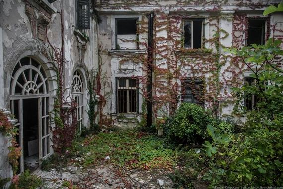 abandoned-resort-in-croatia