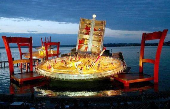 amazing-floating-stage