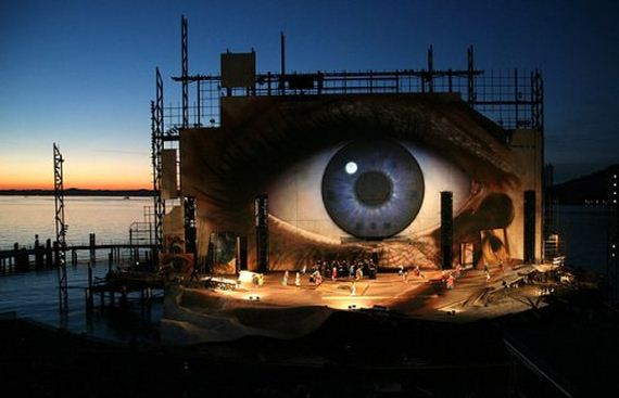 amazing-floating-stage
