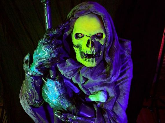 awesome_black_light_glowing_skeletor_costume