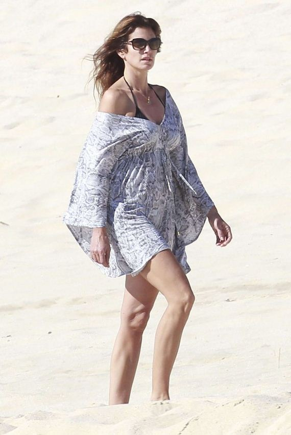 Cindy Crawford on the Beach in Los Cabos - HawtCelebs |Cindy Crawford Cabo
