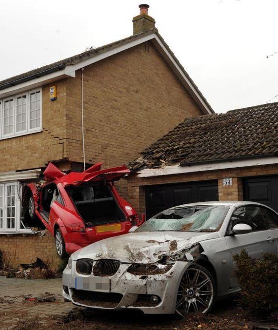 crashing_audi_tt_house