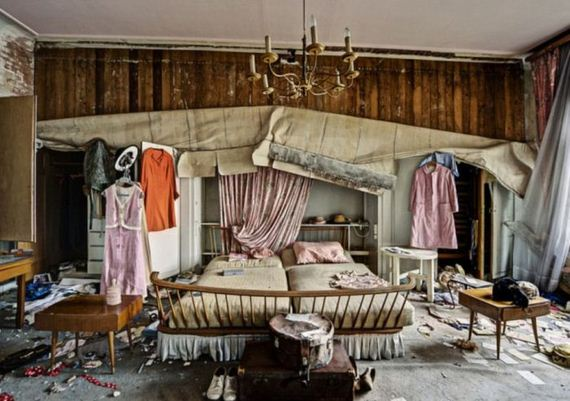 creepy_photos_of_doctors_deserted_mansion