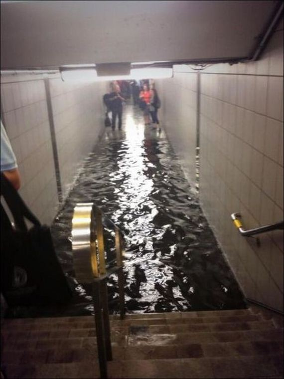 extreme_flooding_on_the_streets_of_toronto