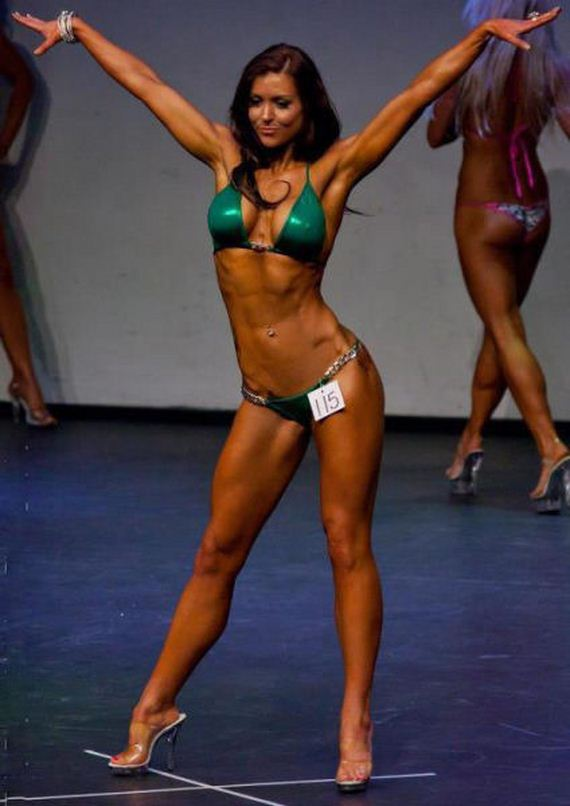 Видео женский фитнес болдинг в бикини