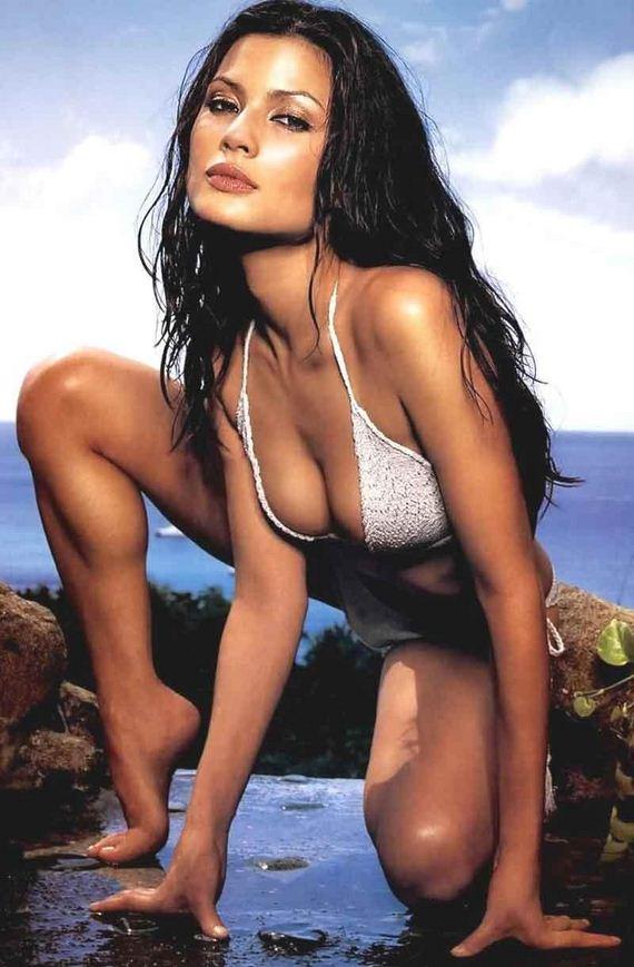 http://www.barnorama.com/wp-content/images/2012/03/gal-gadot/02-gal-gadot.jpg