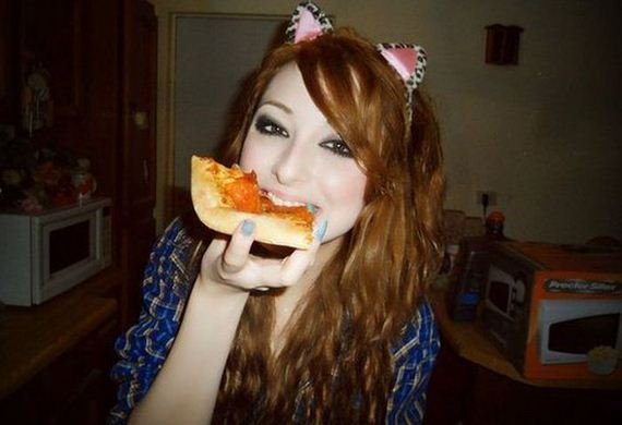 girls-love-pizza
