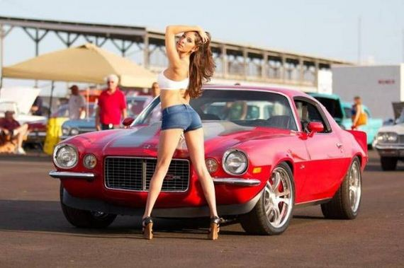 girls_and_cars_06
