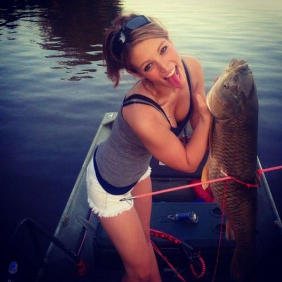 girls_fishing