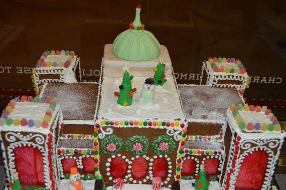 holiday-spirit-gingerbread-house