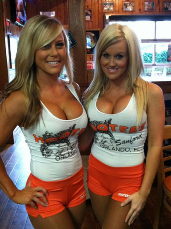 hooters-girls-31