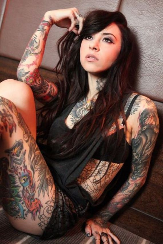 hot_ladies_who_like_their_ink