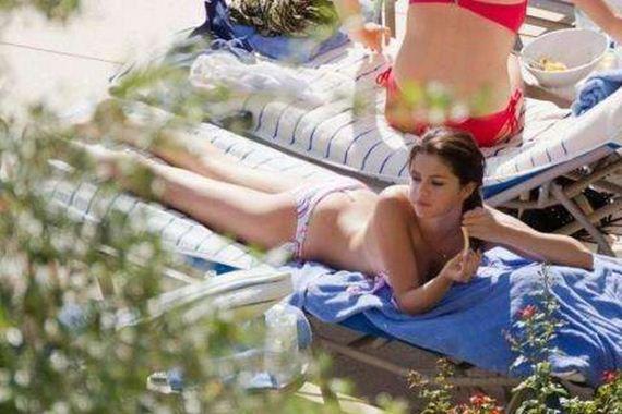 hottest_selena_gomez_bikini_pics