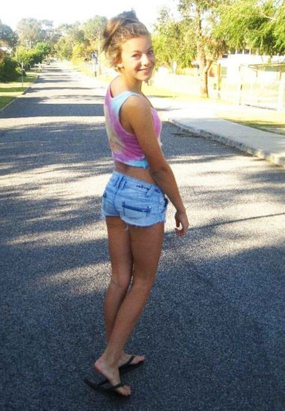 Girls In Jeans Shorts - Barnorama-1334
