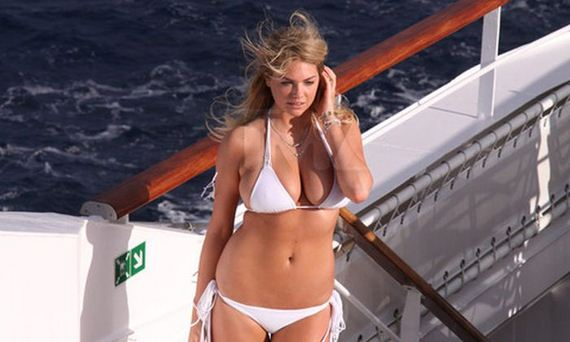 kate-upton-in-bikini-for-antarctic-photo