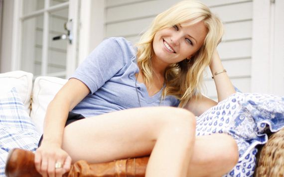 malin-akerman-charming-smile
