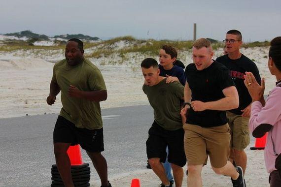marines-help-boy