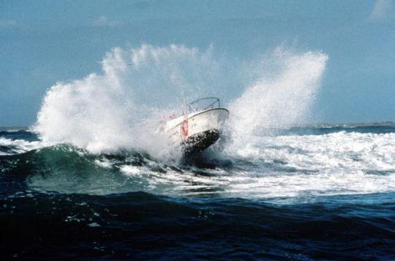 navy_waves_sea