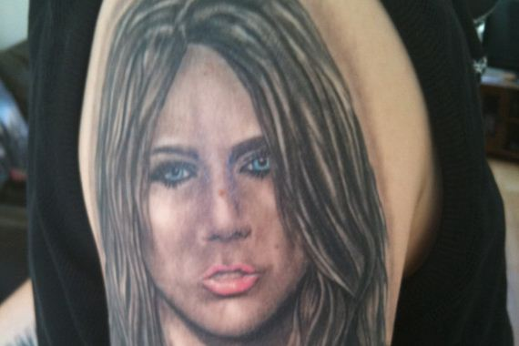 people-with-unfortunate-tattoos-of-their-favori