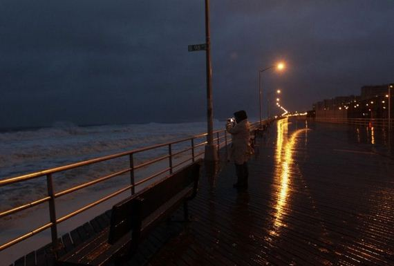 35-photos-who-dont-care-about-hurricane-sandy.jpg