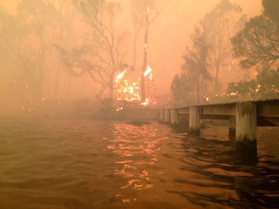 powerful_pictures_of_family_escaping_wildfires_of_australia
