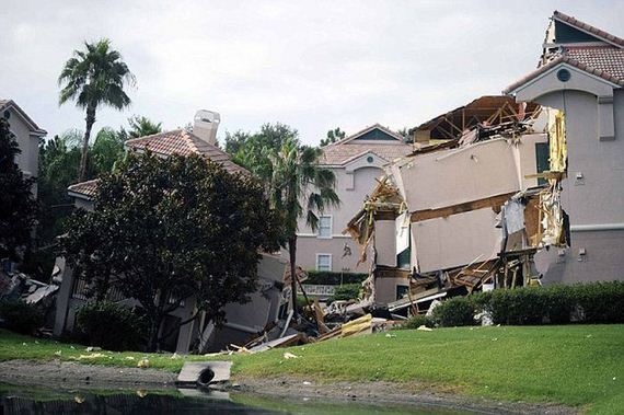 sinkhole_swallows_ip_resort_near_disney_world