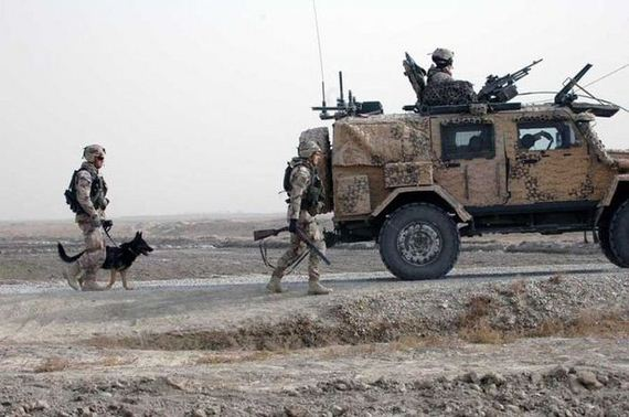 soldiers-best-friends