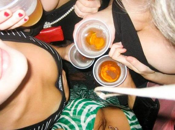 sorority_girls_bust_out_their_cleavage