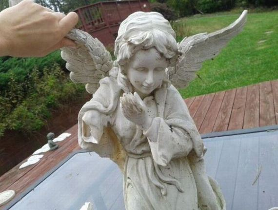 statue-of-angel-with-a-secret