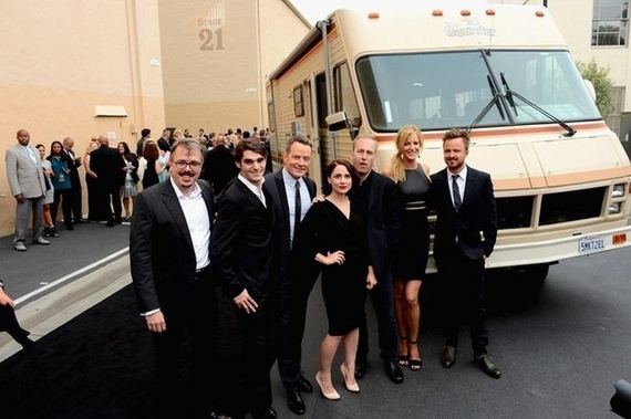 the_cast_of_breaking_bad_celebrates_their_final_episodes
