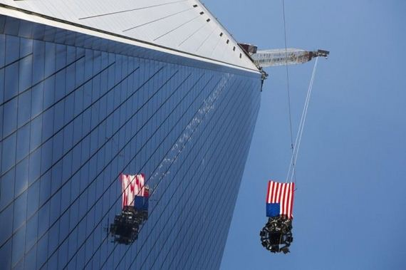 the_final_piece_of_one_world_trade_center_has_been_lifted