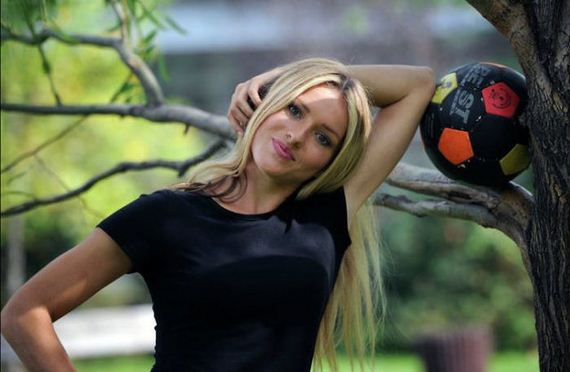 this_blonde_bombshell_is_a_football_fanatic