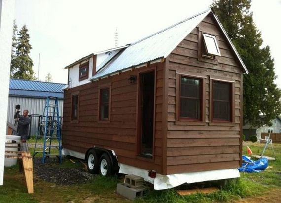 Tiny house on wheels barnorama Tiny little houses on wheels