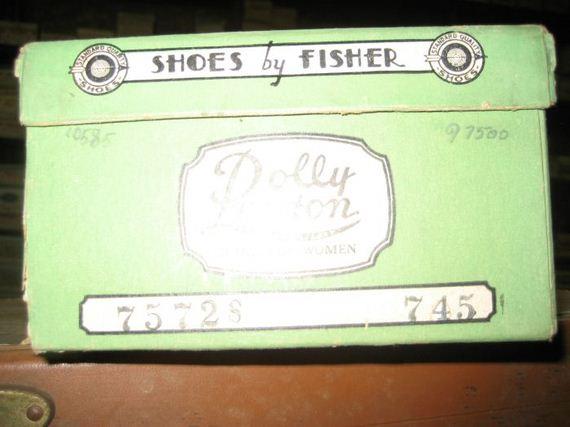 vintage_family_shoe_store