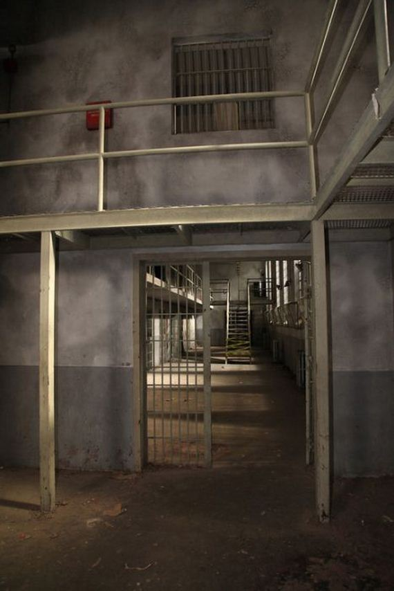 Most Interesting Facts >> Prison Set of The Walking Dead - Barnorama