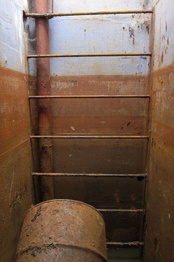 wisconsin_family_discovers_fully_stocked_fallout_shelter_from_cold_war