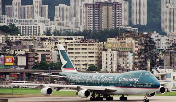 worlds_dangerous_airport_hong_kong