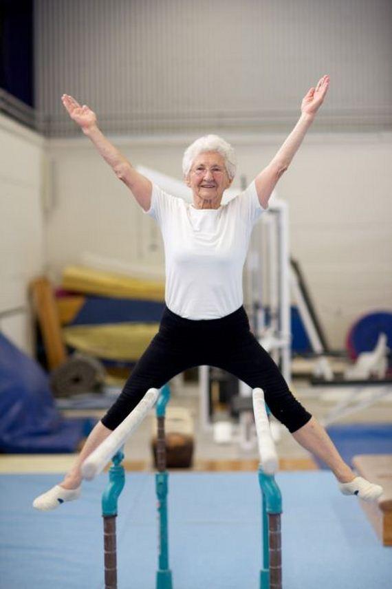 86-Year-Old Grandma Still Doing Gymnastics - Barnorama