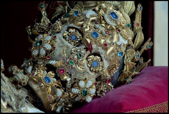 400_year_old_jewel_encrusted_skeletons_unearthed_across_europe