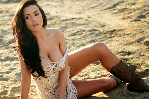 Abigail-Ratchford-Showing