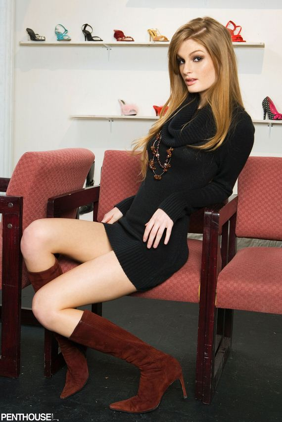 Faye Reagan is Red All Over - Barnorama