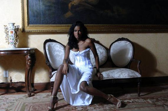 Leila-Lopes